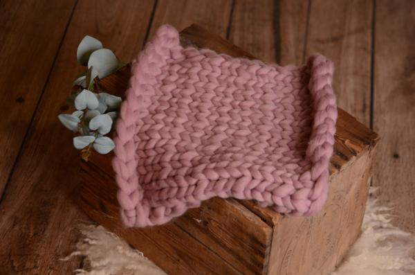 Mauve small plaited blanket