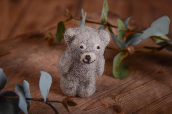Light grey little bear toy 9 cm