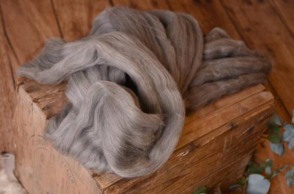 Light grey natural combed wool