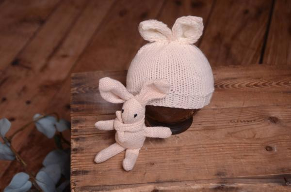 Beige bunny-ear hat and toy set