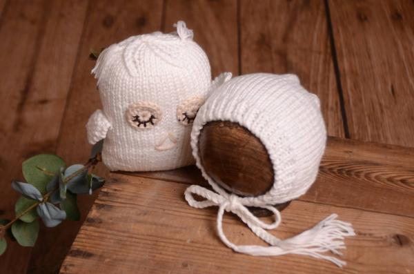 White owl cuddly toy and hat set