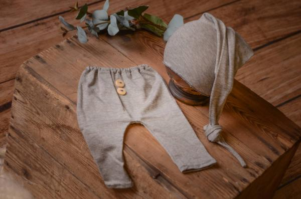 Pack grey smooth pants and long hat